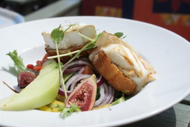 Getostsallad med färska fikon. Chèvre chaud sallad with fresh figs. Vuohenjuustosalaatti ja tuoreita viikunoita.