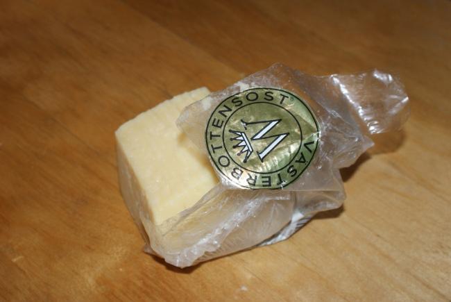 En bit Västerbottenost. A pice of classical Swedish Västerbotten cheese. Pala Västerbotten -juustoa.
