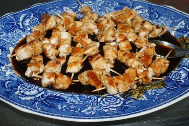 Kyckling yakitori. Chicken yakitori. Yakitori-kanaa.