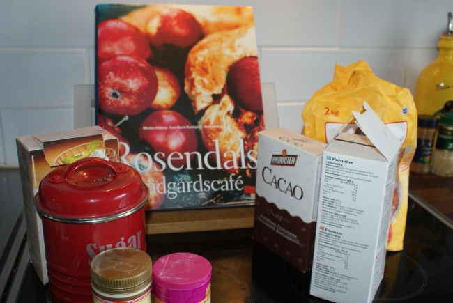 Rosendahls trädgårdscafé och ingredienser. A cook book and ingredients. Keittokirja ja ainekset.