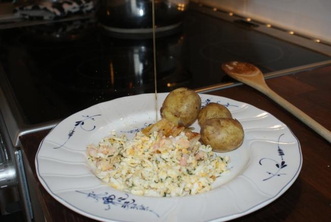 Torsk och potatis med brynt smöt och pepparrot. Cod fish and potatoes, browned butter and horse radish. Turskaa ja perunoita, ruskistettua voita ja piparjuurta.