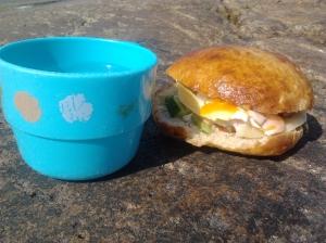 Frallor med kokt ägg. Bread rolls with cooked egg. Sämpylöitä ja keitettyjä munia.