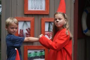 Våra barn Emma och Anton i Mumindalen. Our children Emma and Anton in the Moomin Valley. Lapsemme Emma ja Anton Muumimaailmassa.