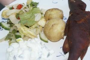 Rökt abborre med potatis och sallad. Smoked perch with potatoes and sallad. Savustettu ahven, perunoita ja salaattia.