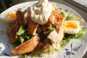 Fisk- och äggsallad med god salladssås. Fish and egg sallad with a great dressing. Kala- ja kananmunasalaattia ihanalla kastikkeella.