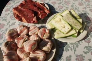 Kött, champinjoner och zucchini. Meat, mushrooms and squash. Lihaa, herkkusieniä ja kesäkurpitsaa.