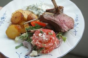 Lammracks, potatis och sallad. Lamb, potatoes and sallad. Lampaankylkirivi, perunoita ja salaattia.