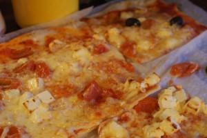 Grekisk pizza, Greek pizza, kreikkalainen pizza
