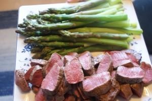 Lammytterfilé och sparris, lamb loin and asparagus, lampaan ulkofilettä ja parsaa
