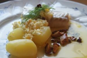 Kokt, lättrimmad torsk. Steamed, lightly salted cod. Höyrytetty, kevyesti suolattu turska.