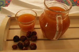 Nyponsoppa, rosehip soup, ruusunmarjakeitto