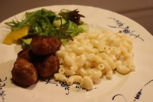 Stuvade makaroner, stewed macaroni, maidossa haudutetut makaronit