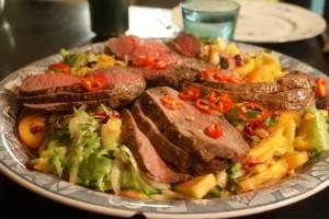 Helstekt ytterfilé, roasted fillet of beef, kokonaisena paistettu naudan ulkofile